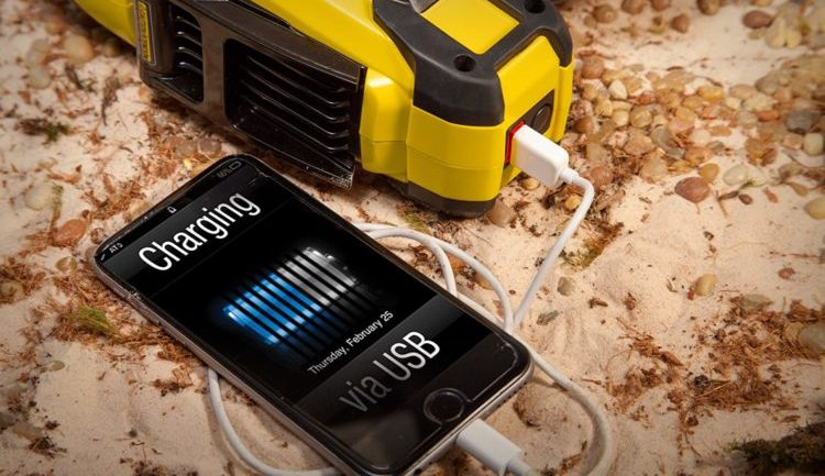 charge a phone from the flashlight