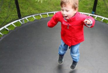how to choose the trampoline for kids